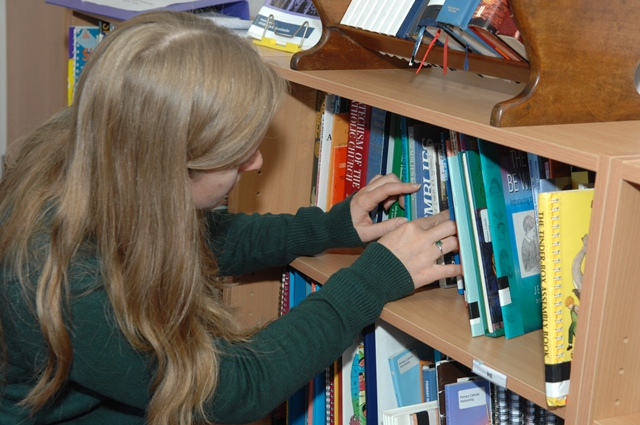 Well-resourced library dedicated to primary teaching
